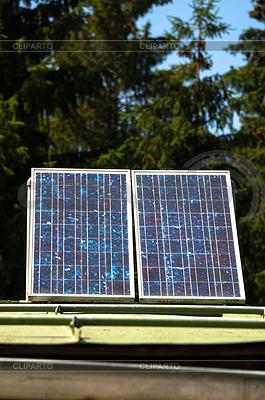 태양 전지 패널과 산 오두막   높은 해상도 사진  ID 3378998