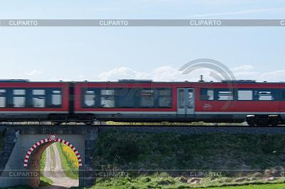 Wiadukt i pociąg | Foto stockowe wysokiej rozdzielczości |ID 3379119